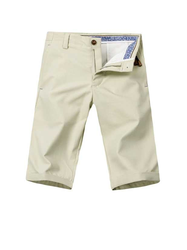 Make mens shorts loose bottom edge folding