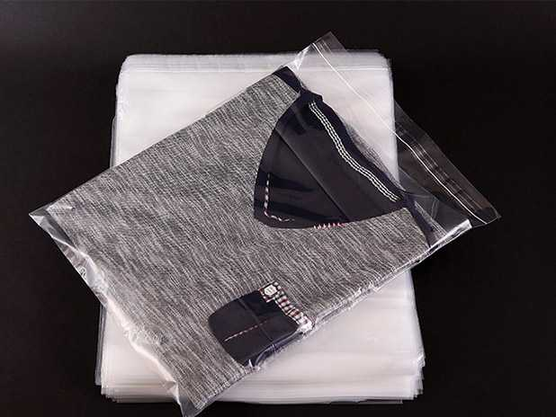 Plastic apparel packing bags